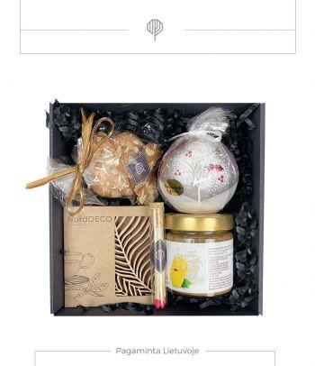 Dovanų rinkinys medaus skanėstas su svarainiais ir migdolų sausainiai
