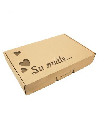 Personalizuota kartoninė dovanų dėžutė su rankenėlėmis