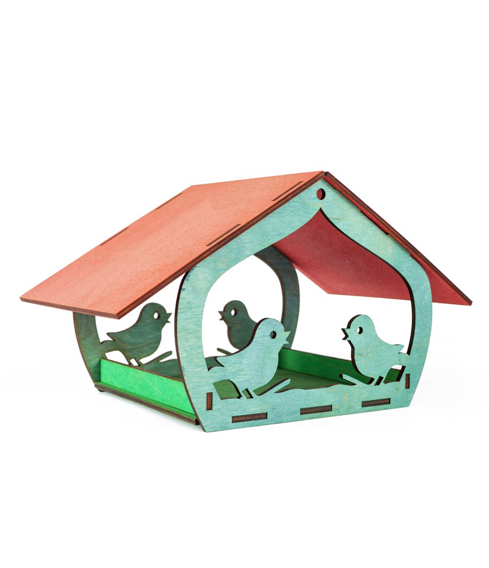 Spalvota medinė lesykla paukščiams su stogeliu